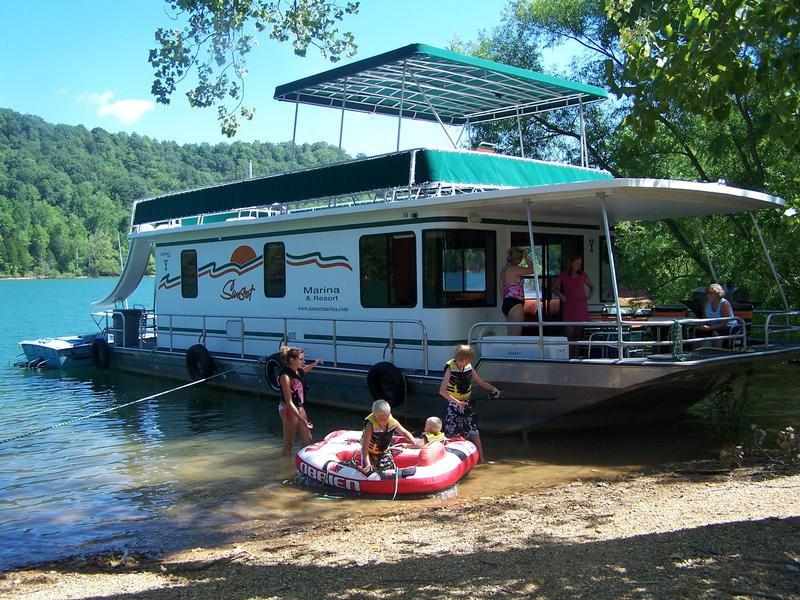 Dale-Hollow-Lake-Houseboat-Rentals-Media-25-800x600-1.jpg