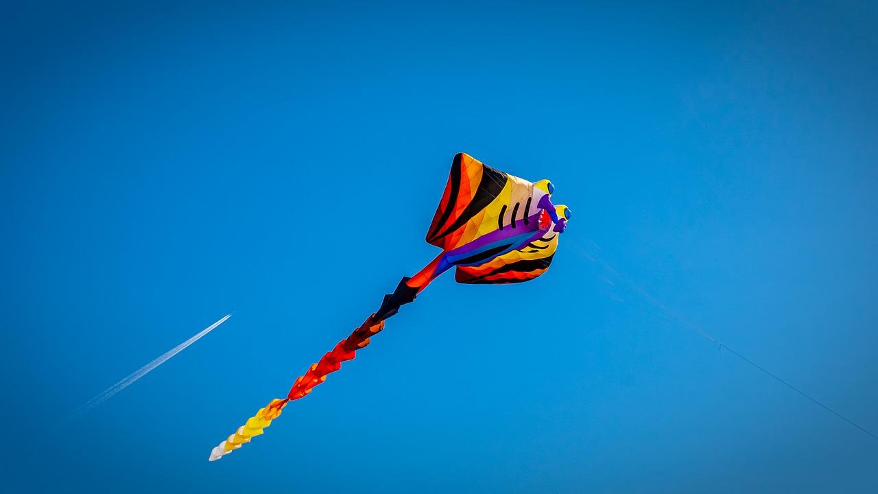 dragon-kite-climbing-heaven-4512638.jpg