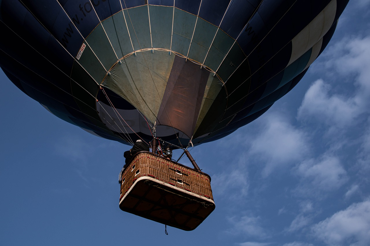 hot-air-balloon-flying-sky-5987843.jpg