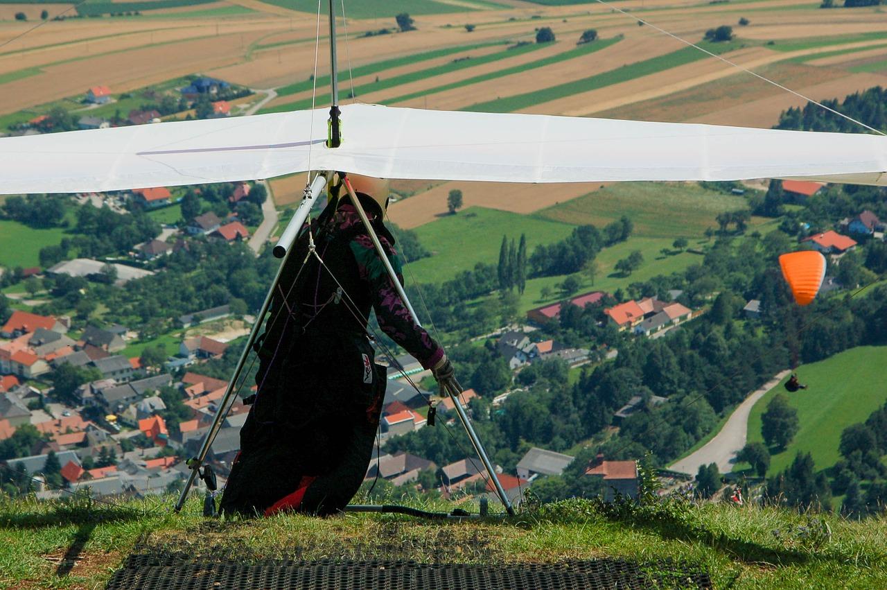 kite-flyer-begin-sports-813587.jpg