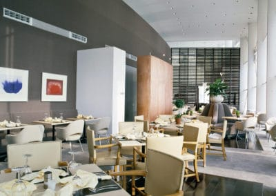 Dining room with chairs and tables