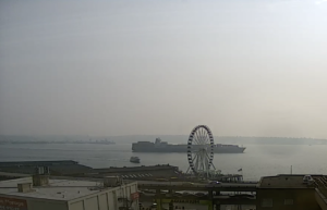 Seattle Waterfront Webcam SWW Ferry Bisecting the Seattle Great Wheel 08 14 2018