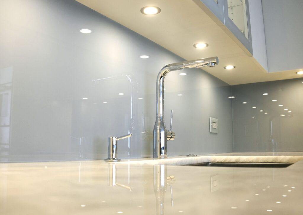 Backsplash idea; neutral backpainted glass backsplash