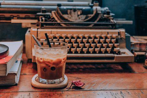 beverage-books-breakfast