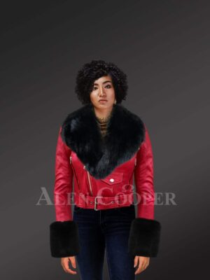 Authentic leather jackets in burgundy with removable fur collar and handcuffs for women Model
