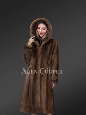 Lustrous Hooded Mink Fur Coat in Brown for Stylish Womens