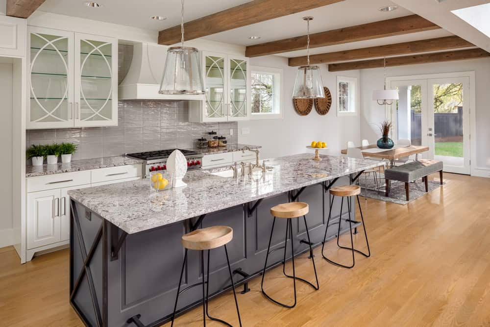 Beautiful,Kitchen,In,New,Luxury,Home,With,Large,Island,,Hardwood