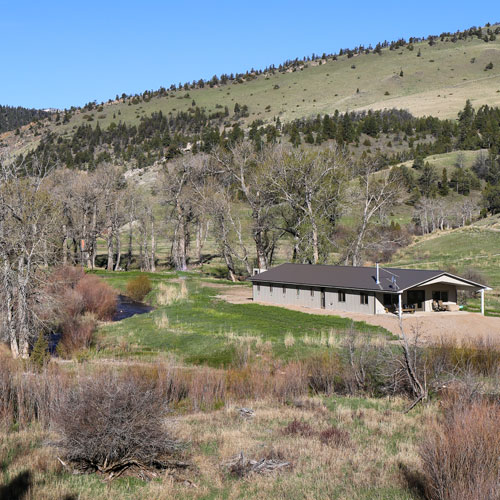 Hammer 'Em Outfitters Montana Hunting - Lodge