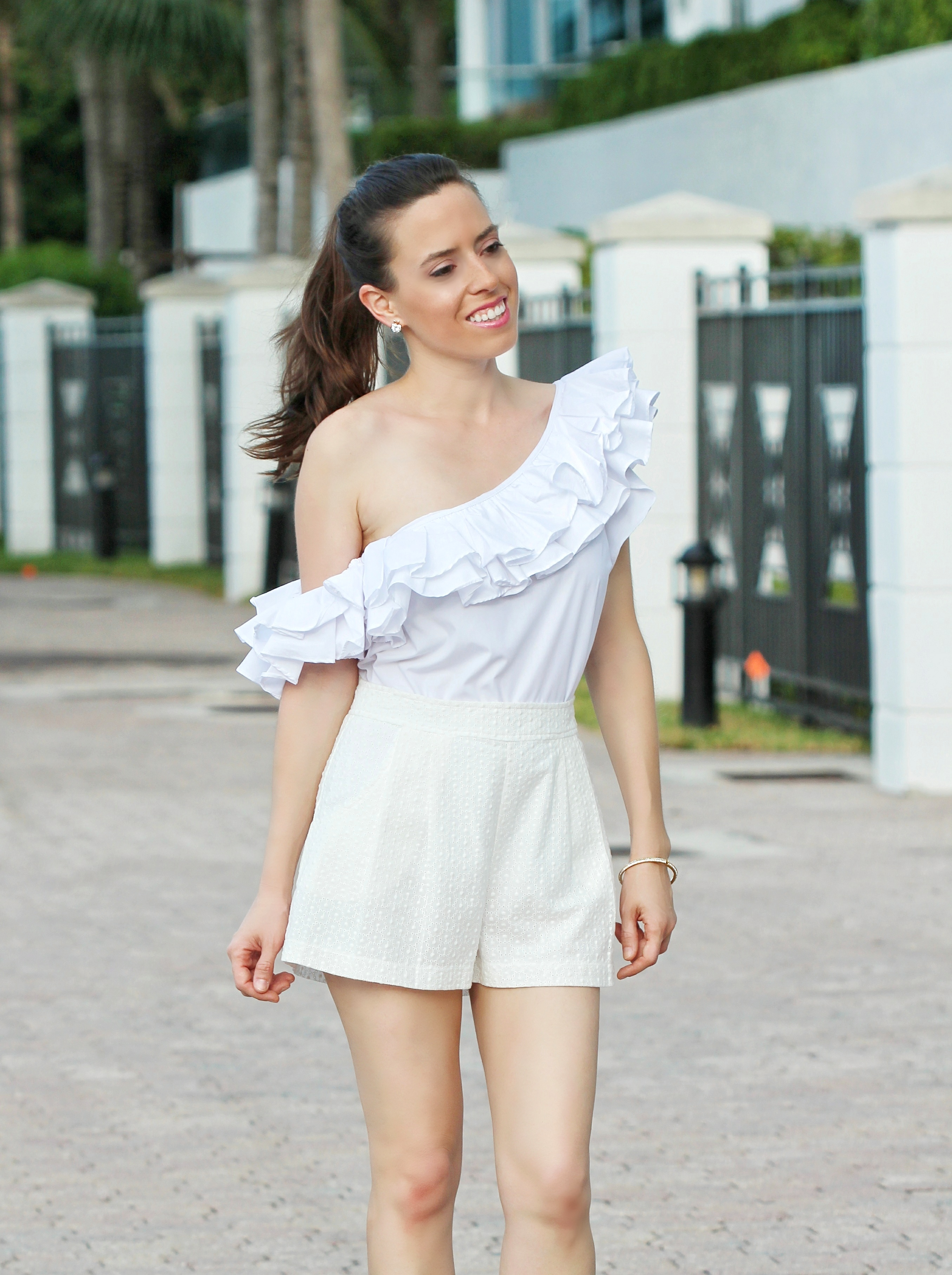 how to wear a ruffle top