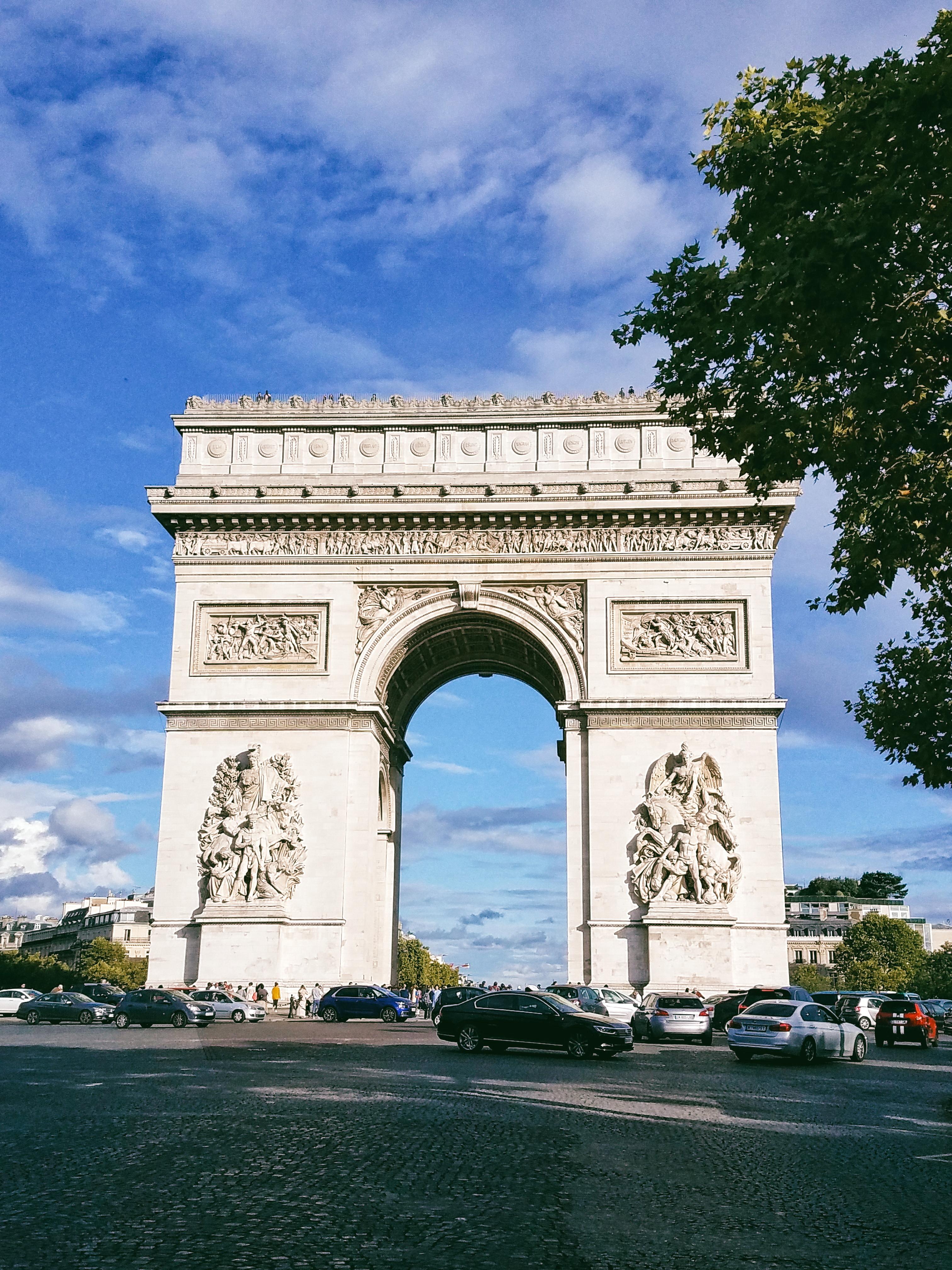 climb the arc de triomphe