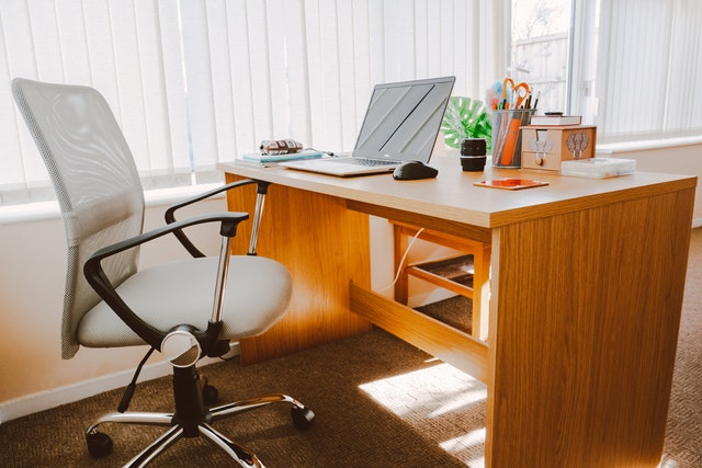 Ten Tips for Being Healthy at a Desk Job
