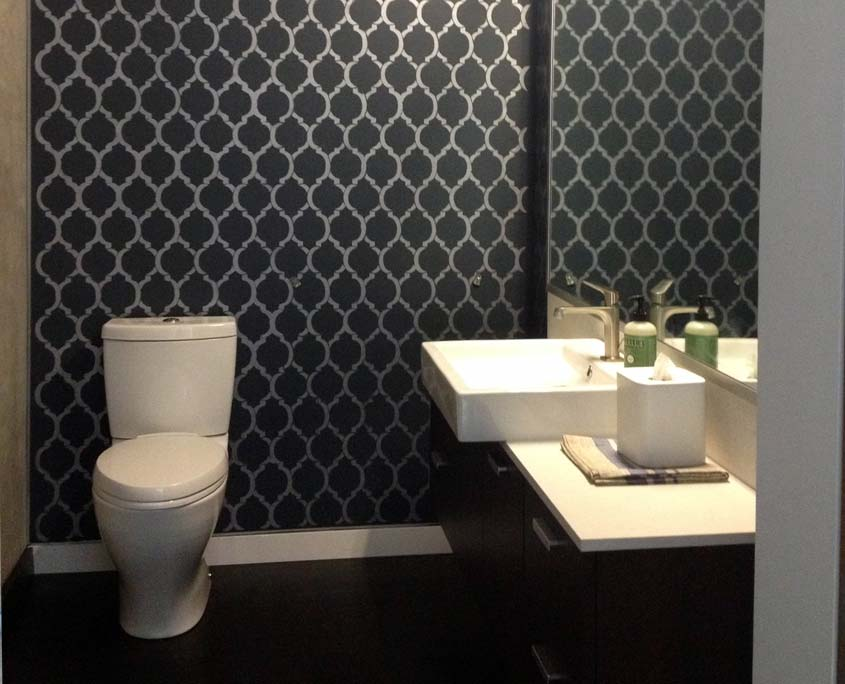 Decorative painting Moroccan stencil pattern in bathroom