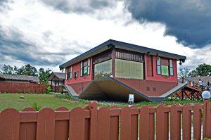 KK Leisure Tour And Rent A Car Rumah Terbalik Sabah