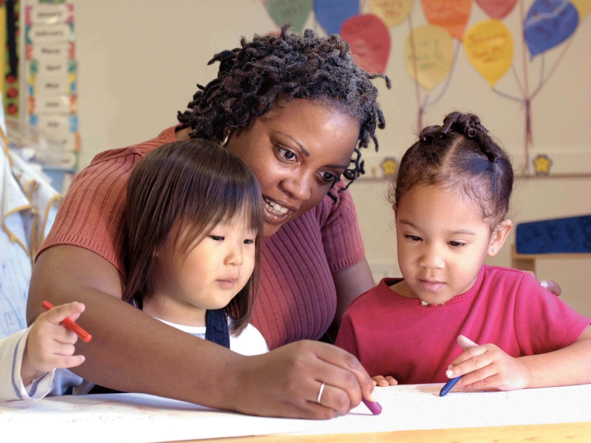 Teacher writing and verbalizing for preschoolers