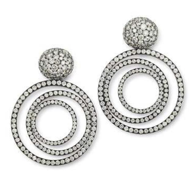 Hemmerle Earrings: Diamonds, Silver, White Gold.