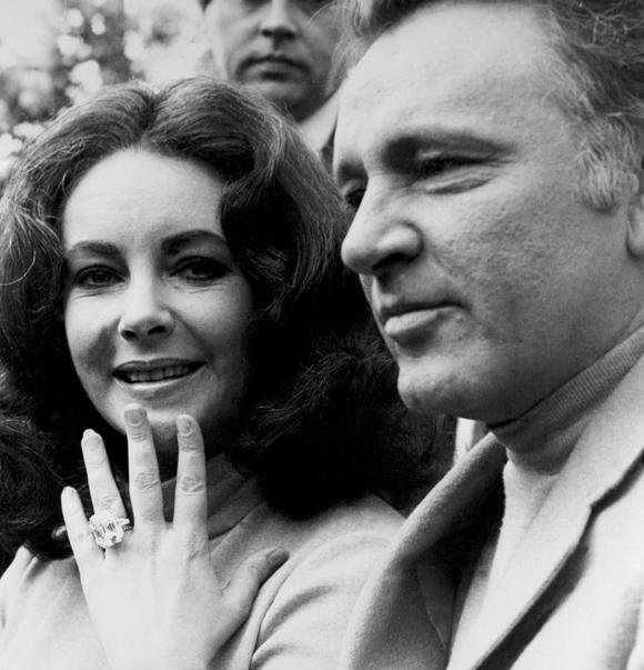 Elizabeth Taylor showing Taylor Burton Dimaond Ring