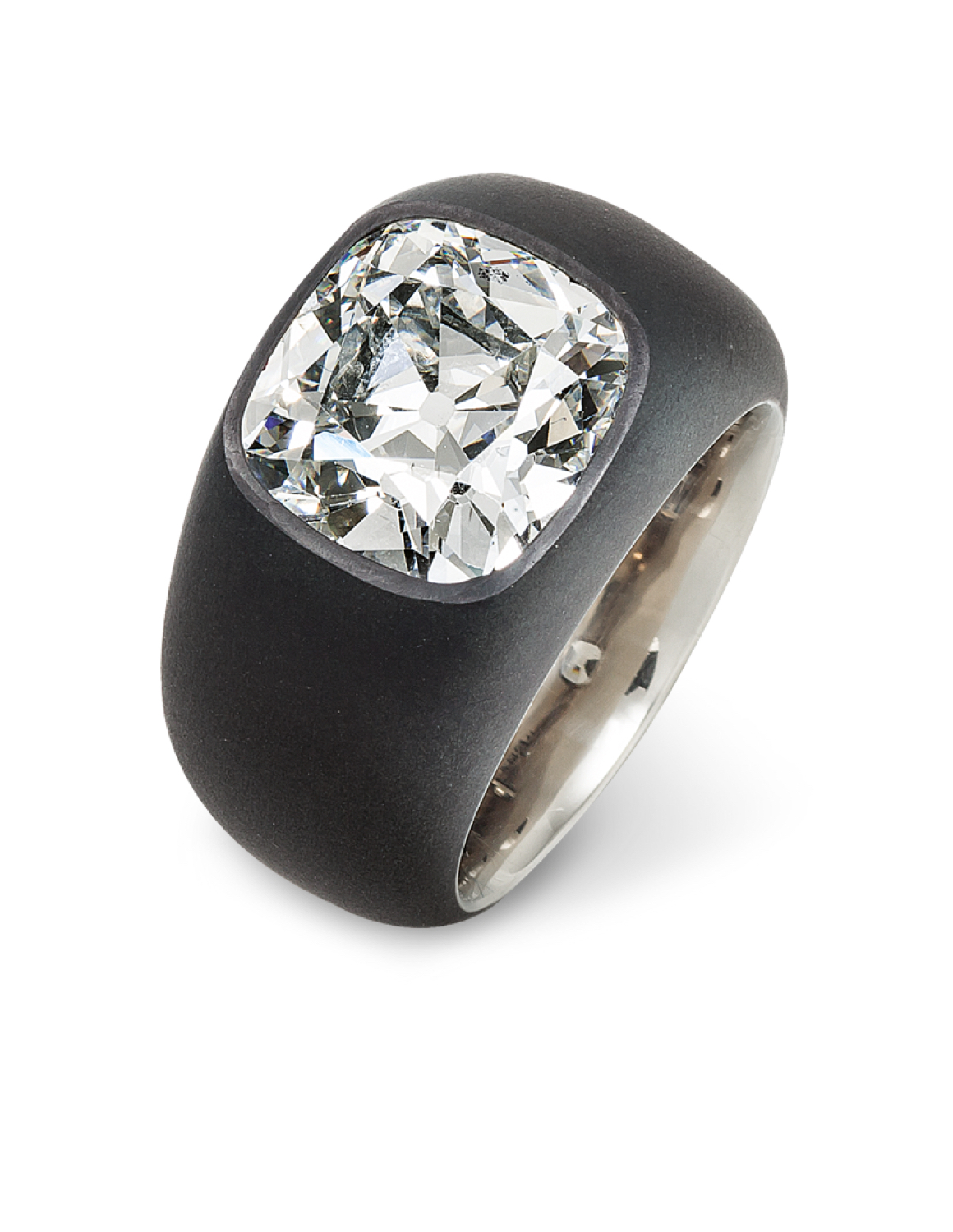 Tiffany's new collection similarities to hemmerle old cut diamond design.