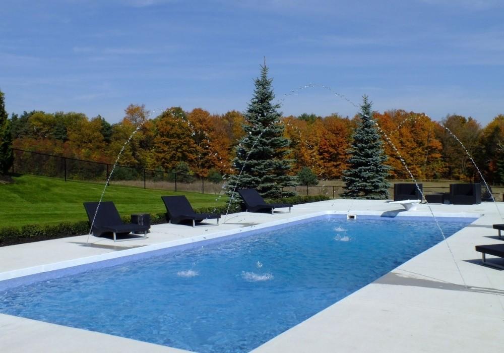 custom pools des moines