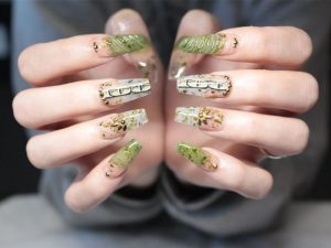 feature-nails