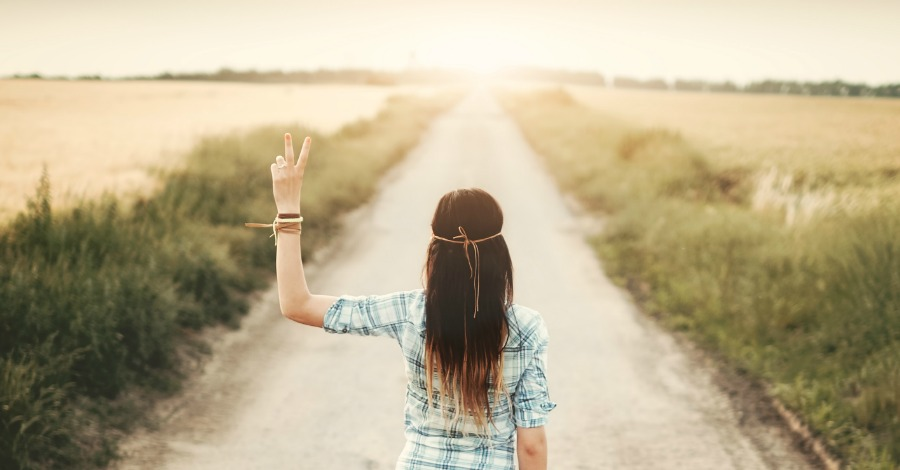 10 Irresistible Traits of People With Good Vibes