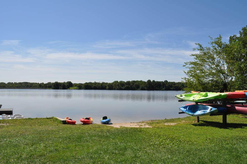 memorial-lake-kayaks