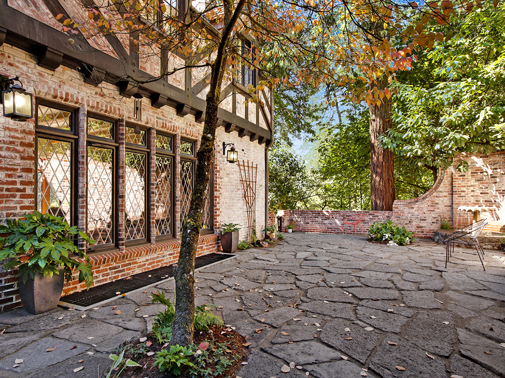 Taylor Made Retreat Addiction recovery outdoor brick patio quiet space