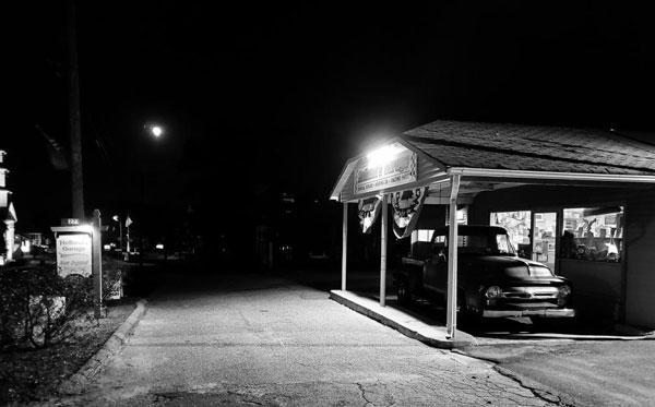 Holland's-Garage