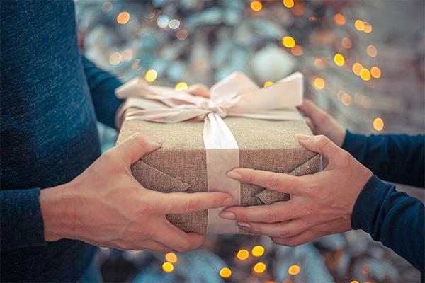 ให้ของขวัญแบบไหนจึงจะถูกใจคนรักของคุณ นิยามความรัก ทริคความรัก SEX