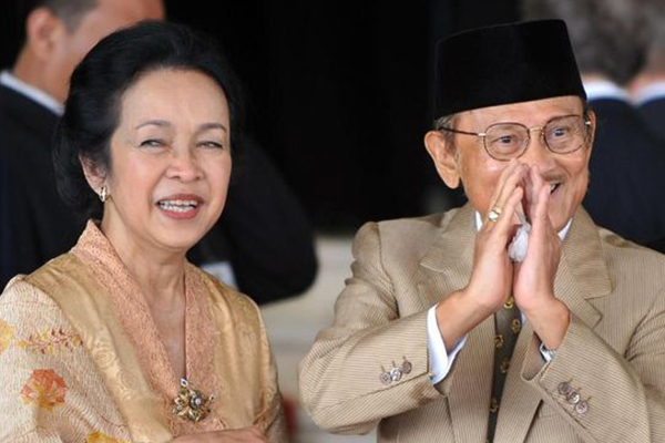 """เปิดมุมมองความรักบันลืออินโดของ """"ประธานาธิบดีฮาบีบี"""" นิยามความรัก ทริคความรัก"""