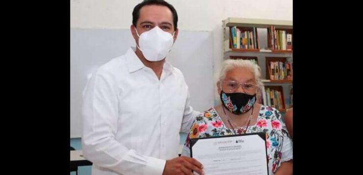 YUCATÁN WOMAN, 70, GRADUATES FROM PRIMARY SCHOOL