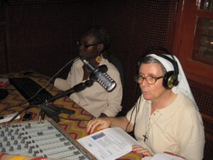 Guinee Bissau/Bissau 09/72In the studio of Radio Sol Mansi: Sr. Alessandra Bonfanti in the sudtio