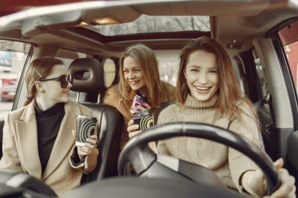 ¿Qué buscan las mujeres al comprar un auto?