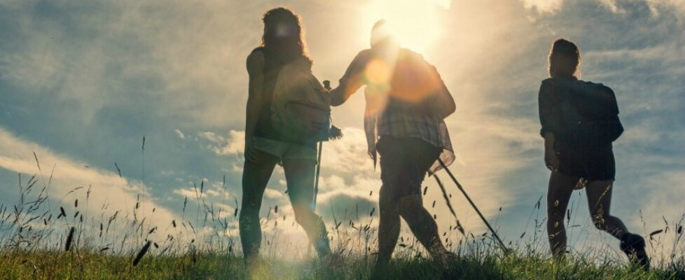 6 Reasons Why Helping Others Will Make You Happier