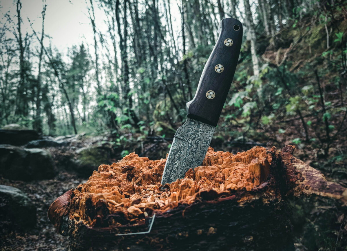 An expensive knife with Damascus blade and a lanyard hole. Photo by Ali Kazal on Unsplash