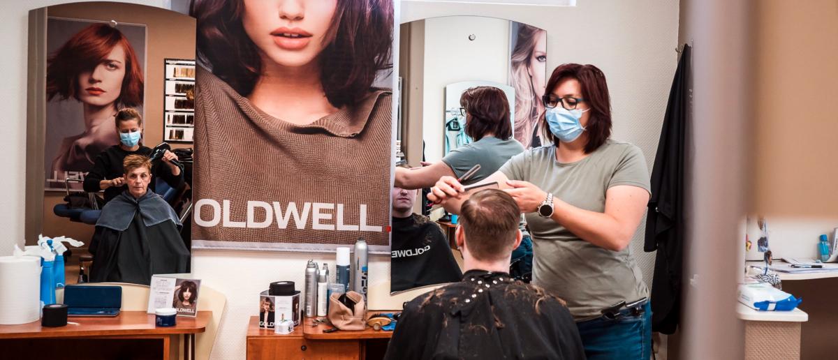 Salon Reopening Photo by Ewien van Bergeijk - Kwant on Unsplash