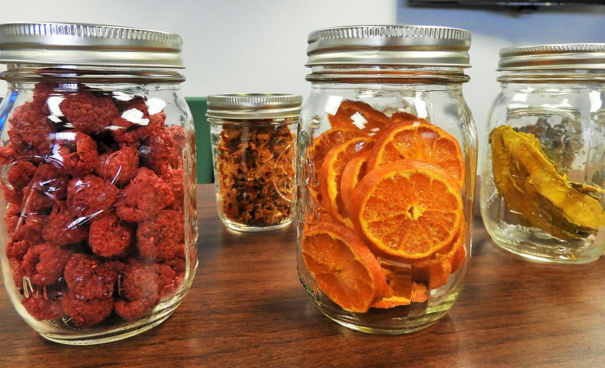 Dehydrated fruits in mason jars.