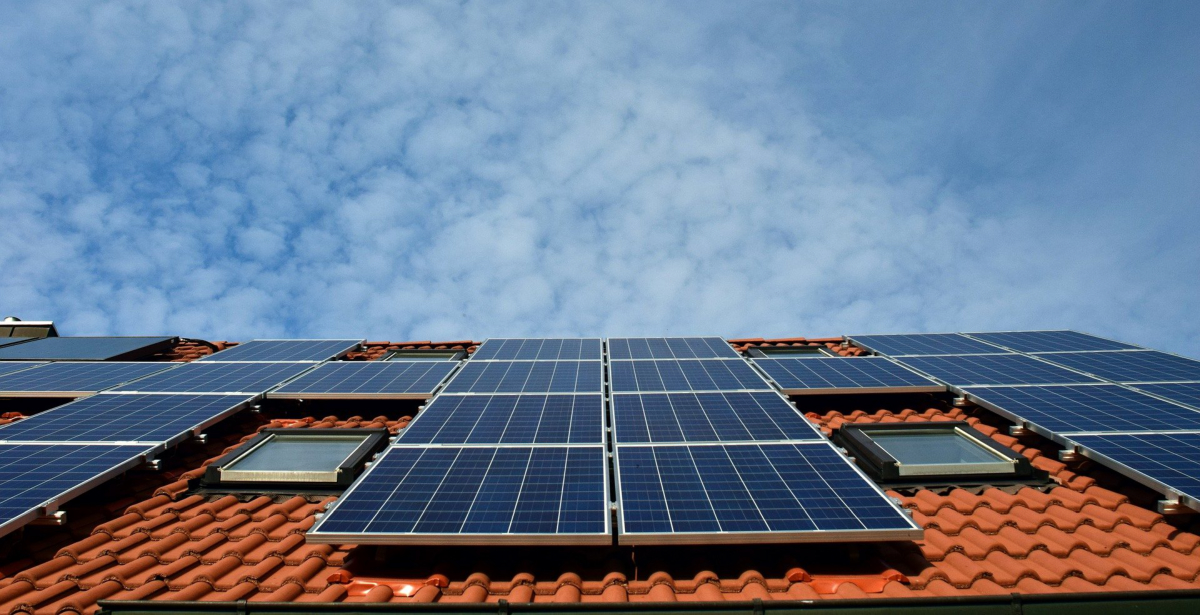 solar panels on a roof. Photo by Ulrike Leone from Pixabay.