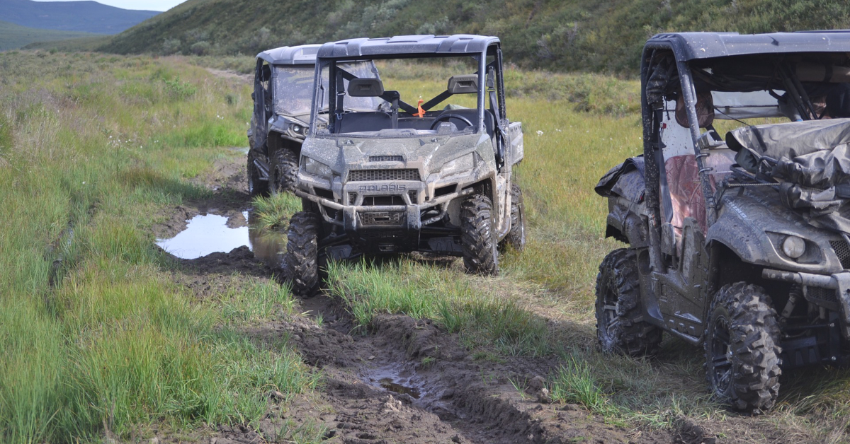 Side by side ATVs. Image by Fred Arriola from Pixabay.