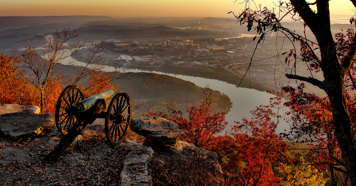 A Civil War-era cannon overlooks the modern day city of Chattanooga. Image by David Mark from Pixabay.
