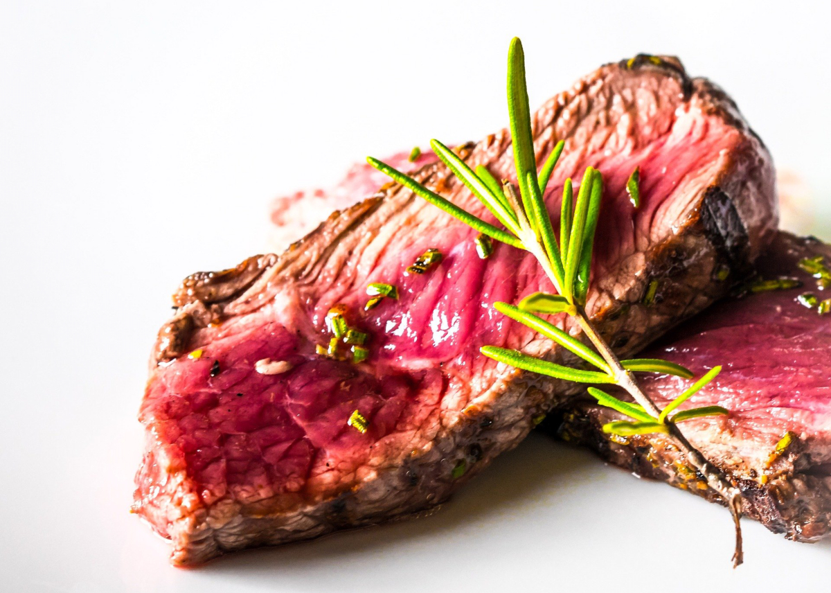 Meat cooked rare