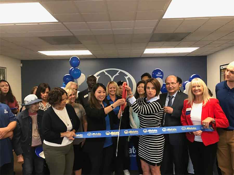 Chamber holding ribbon cutting in Kirkland WA