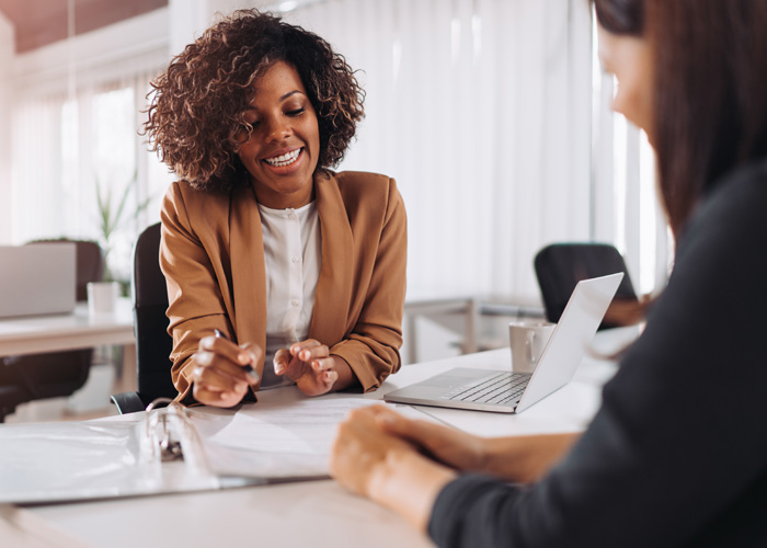 financial advisor consulting with her client