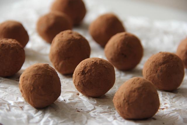 Peppermint Cocoa Truffles