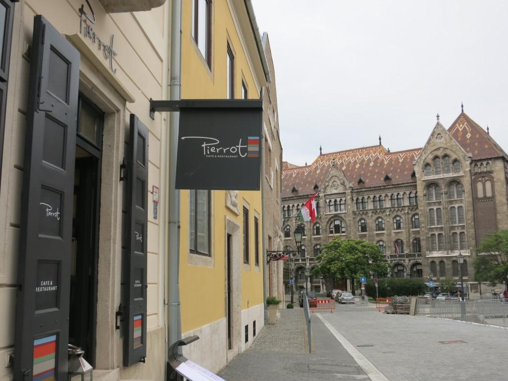 Cafe Pierrot