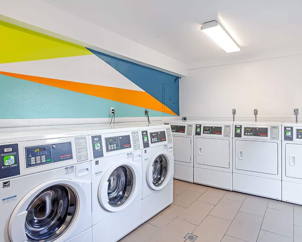white dryers and washing machines