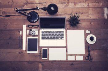 Marketing digital influencia no mundo virtual e físico.
