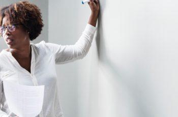 Recursos atrasados do Fundeb é tema de debate para que sejam repassados a professores.