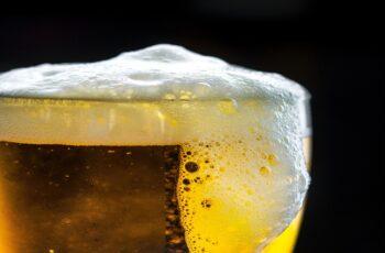 Ambev anuncia plataforma nacional de cursos de conhecimento cervejeiro.