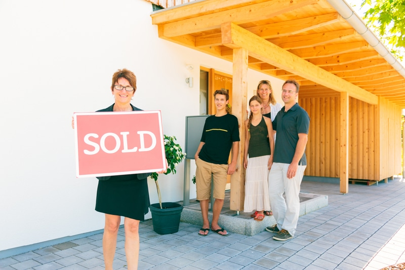 Professionals That Can Guide You to Make a Wise Home Buying Decision