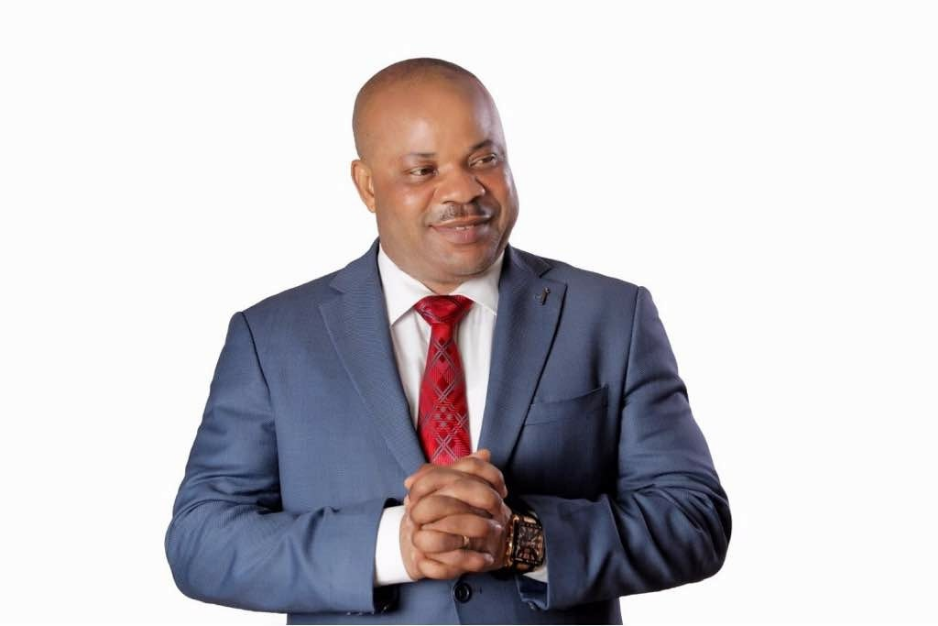 Member Representing Uyo federal constituency, Michael Enyong empowers constituents with 1million naira in line with states 33rd anniversary